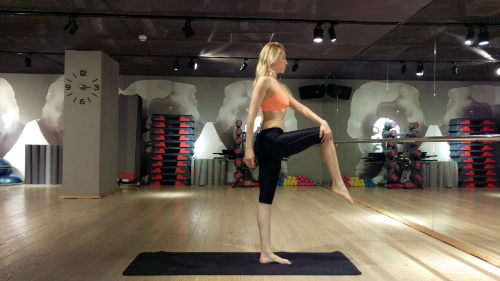SUPER ANTRENAMENT! 5 argumente ca sa te apuci de yoga!