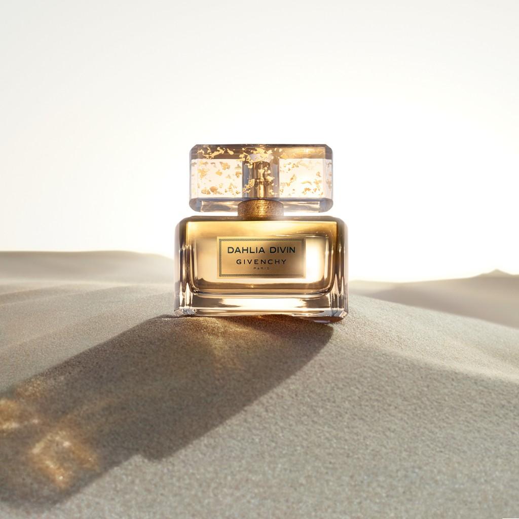 BEAUTY NEWS! Senzualitate pura intr-o sticla aurie: Givenchy Dahlia Divin Le Nectar